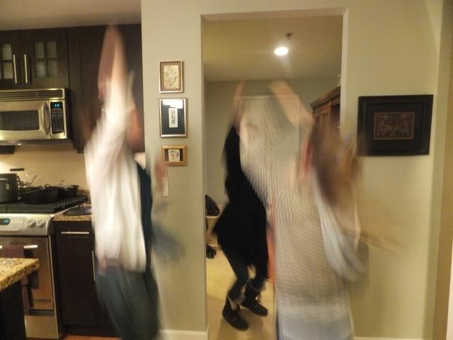 4 girls wild dancing in the living room!